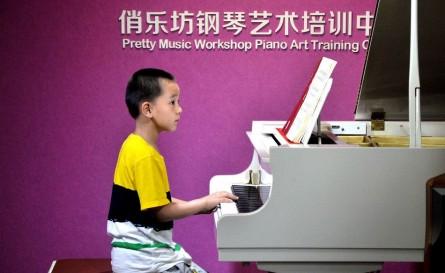 7岁的文晟宇同学为大家带来一曲优美的《爱之梦》